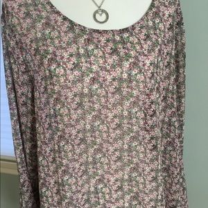 Gorgeous boho top with bell sleeves! Semi-sheer!